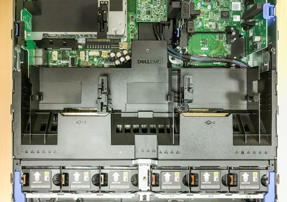 Dell R740內裝